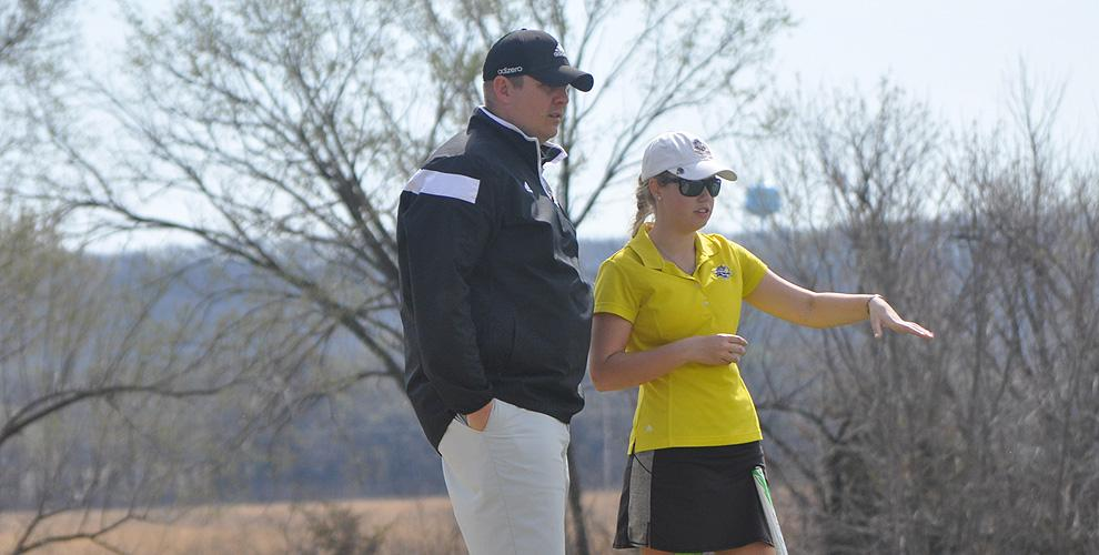 Makenzie Shivers closed her collegiate golf career with a seventh-place finish at the AMC Championship in Eugene.